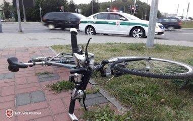 Kelmėje automobilis partrenkė 11-metį dviratininką