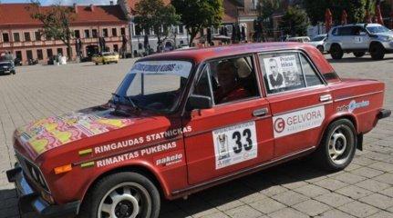 """54 ekipažai pradėjo 1068 km maratoną """"Aplink Lietuvą"""". Dalyvauja ir širvintiškis"""