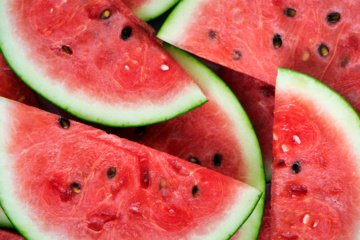 Renkantis arbūzą, vien  pastuksenti į žievę nepakanka