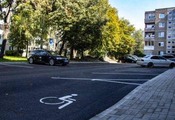 Atnaujintos dar dvi automobilių stovėjimo aikštelės R. Juknevičiaus gatvėje