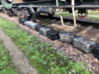 Radviliškio geležinkelio stotyje rastas baltarusiškų rūkalų krovinys