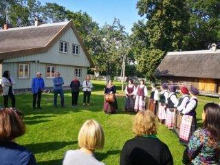 Valstybinės kalbos puoselėtojai apie kalbos aktualijas diskutavo Mažosios Lietuvos įstabiame kampelyje – Drevernoje