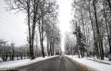 Plūstelėjus šilumai vairuotojams teks gerokai pasisaugoti