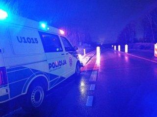 Zarasų rajone prie automobilio griovyje rastas miręs vyras