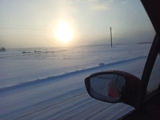 Kelininkai įspėja: keliuose yra slidžių ruožų, naktį eismo sąlygas sunkins snygis