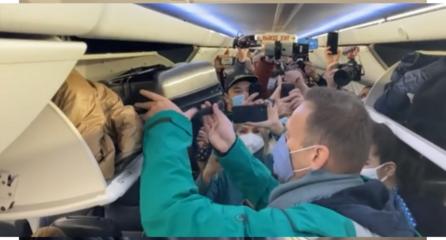 Kremliaus kritikas A. Navalnas grįžo į Maskvą, oro uoste jį išsivedė policija