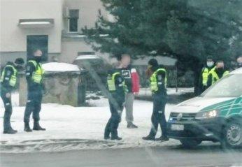 Keturis policijos ekipažus Taikos prospekte ant kojų sukėlęs jaunuolis išvežtas į gydymo įstaigą