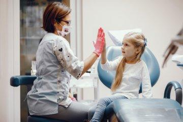 Vaikų burnos sveikata Lietuvoje kelia nerimą specialistams: situacija viena prasčiausių visoje ES