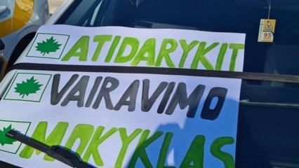 Svarbiausi trečiadienio įvykiai: būsimųjų vairuotojų protestas ir atlaisvėję karantino ribojimai