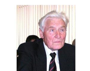 Mirė astrofizikas A. Ažusienis