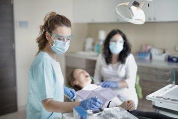 Kokybiška burnos higiena – bioplėvelės šalinimo procedūra