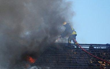 Vilkaviškio rajone atvira liepsna degė namas