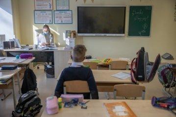 Premjerė: Vyriausybė darys viską, kad vaikai mokytųsi kontaktiniu būdu