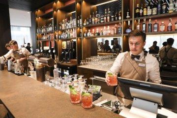 Kavinių ir barų asociacija: jau seniai reikėjo leisti atverti lauko kavines ir barus