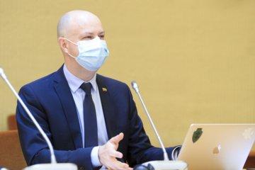 A. Veryga atkirto į konservatorių išsakytą kritiką dėl medikų atlyginimų didinimui nepaliktų lėšų: jie serga Alzheimeriu