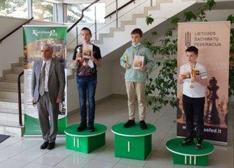 Jurbarko delegacija Iš Lietuvos šachmatų čempionato grįžo su vicečempiono taure