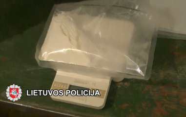 Kratų metu pas Klaipėdoje sulaikytą vyrą rasta daugiau nei kilogramas galimai narkotinės medžiagos - kokaino