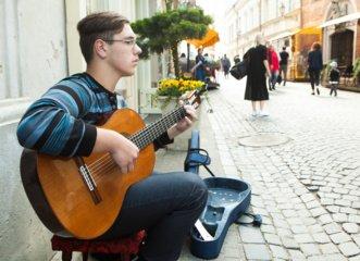 Gatvės muzikos diena grįžta į miestų aikštes, skverus ir gatves