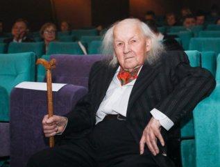 Šalies vadovai sveikina kino operatorių A. Mockų 90-ojo jubiliejaus proga