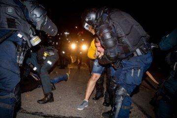 Įtariamųjų dėl riaušių prie Seimo padaugėjo iki 50-ies