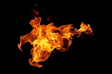 Trakų rajone dega namas