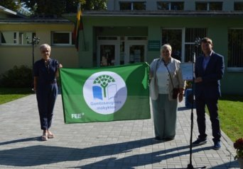 Gražiškių gimnazija buvo apdovanota trečiąja Žaliąja vėliava