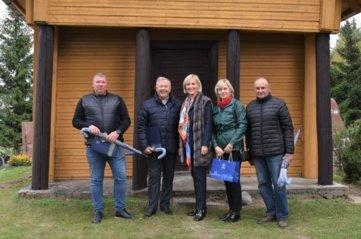 Sutvarkyta Viesų kaimo kapinaičių koplytėlė