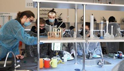 Lentvario Motiejaus Šimelionio gimnazijoje duris atvėrė moderni laboratorija