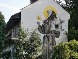 Vilniuje buvusio moterų vienuolyno sieną papuošė įspūdinga neofreska