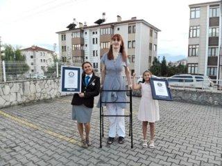 Aukščiausia pasaulio moterimi tituluota turkė