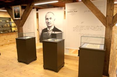 Atminimas. Jonui Smilgevičiui skirta ekspozicija Užvenčio kraštotyros muziejuje. Užvenčio kraštotyros muziejaus nuotr.