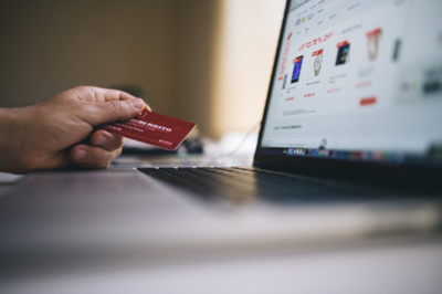 Elektroninių verslų savininkams vertėtų peržiūrėti ir prekių grąžinimo politiką – ji turi būti aiški ir palanki pirkėjui. Flickr.com nuotr.