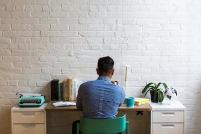 Vienas svarbiausių lūkesčių, kuriuos kelia studijuojantis ar studijas baigęs darbuotojas – prasmingo darbo lūkestis. Stocksnap.io nuotr.