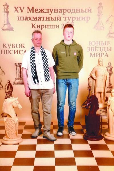 """Paulius ir treneris Rolandas šiemet Rusijoje, Kirišo mieste, vykusio turnyro """"Nesio taurė""""."""