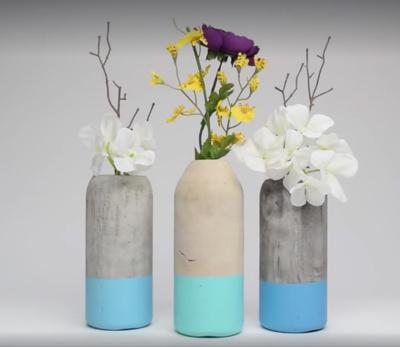"""Vazos. Į tokią vazą galima """"įmerkti"""" žvakę arba gėlių."""