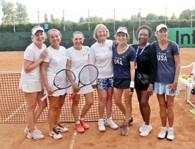 Lietuvos medikių komanda po rungtynių su JAV tenisininkėmis.