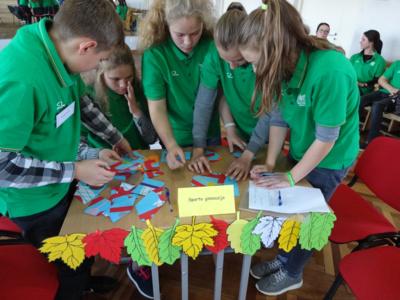 Žinios. Atlikdami įvairias užduotis, konkurso dalyviai įrodė, kad jie žino, kaip saugoti ir stiprinti sveikatą.
