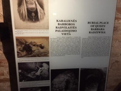 Informacija apie Karalienes palaidotas Karališkame mauzoliejuje