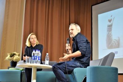 """Smalsumas. """"Kūrybiškumas– tai yra smalsumas"""",– sakė aktorius Giedrius Savickas ir visiems linkėjo visą gyvenimą išlikti smalsiems. (Šiaulių valstybinės kolegijos archyvo nuotr.)"""