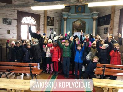 Šiaulių jėzuitų mokyklos choro vaikai ne tik gieda ir dainuoja. Kaip sako mokyklos direktorė G. Statkutė, jie kartu pažįsta pasaulį.