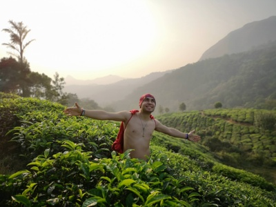 """Išmėginimas. """"Jei kas abejojate dėl savo antrosios pusės pasirinkimo– išsivežkite į Indiją kelioms savaitėms"""",– šypsosi mokytojas Seržas Staponkus, šioje šalyje savanoriavęs tris mėnesius. (Seržo Staponkaus asmeninio archyvo nuotr.)"""