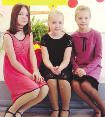 Iš kairės: Goda Žvirblytė, Akvilina Šadurskaitė, Martyna Lažauninkaitė.