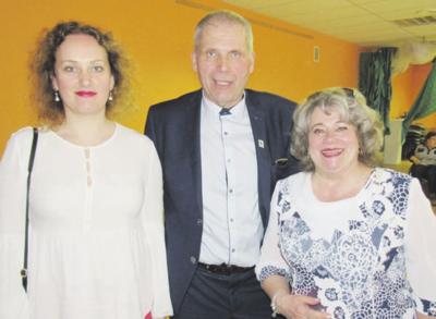 Gera R. Adomaičio nuotaika užsikrėtė ir viešnios – R. Arlauskienė bei N. Žigutienė (kairėje).