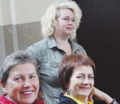 Projekto autorė – Lina Urbanavičienė (stovi) atidžiai stebėjo renginį.