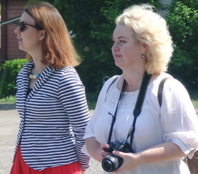 Projekto vadovė L. Urbanavičienė (dešinėje) fiksavo įvykius, šalia – KC direktoriaus pavaduotoja M. Kalinauskienė.