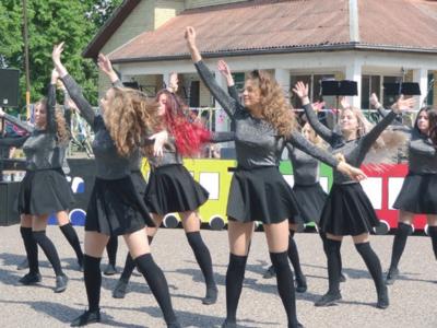 Šventę atidarė A. Brazausko merginų šokių grupė.