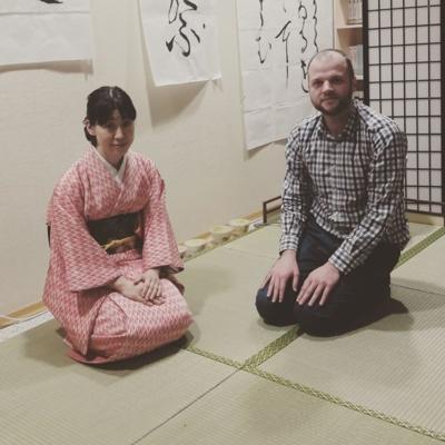 Pažintis. Japonijos ambasadoje Vilniuje. Susipažinimas su japonų kultūra. (Donato Počešiūno asmeninio archyvo nuotr.)