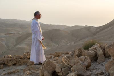 """""""Dievas perneša žmogų per visas nuodėmes, jam atleisdamas ir duodamas įrankius kovoti su pagundomis, kviesdamas į amžinąjį gyvenimą pas save. Ir kai žmogus tai priima, jaučiasi daug ramesnis, daug saugesnis"""",– sako S. Kazėnas. (Evaldo Darškaus nuotr.)"""