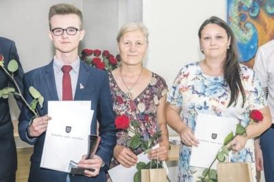 Tomas Gofmanas bei Kaišiadorių Algirdo Brazausko gimnazijos mokytojos Gražina Kairevičienė ir Sandra Kavaliauskienė.