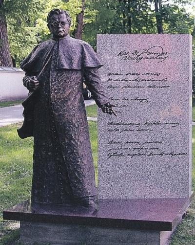2016 m. birželio 12 dieną Birštone, skverelyje šalia bažnyčios šventoriaus ir Sakralinio muziejaus, iškilmingai atidengtas Juozo Tumo-Vaižganto paminklas (skulptorius Gediminas Piekuras).